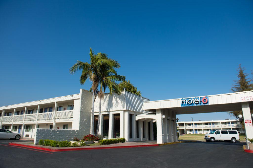 motel 6 claremont discover claremont motels near. Black Bedroom Furniture Sets. Home Design Ideas