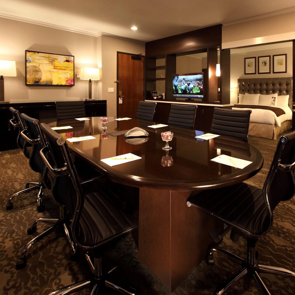 doubletree claremont discover claremont hotels near. Black Bedroom Furniture Sets. Home Design Ideas